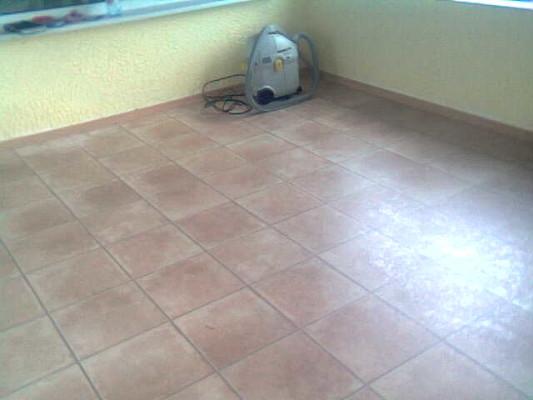пол на кухне плитка и ламинат фото