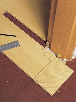 как правильно уложить ламинат на деревянный пол