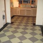 линолеум под плитку на кухню фото
