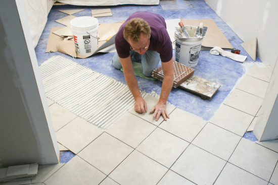 как класть плитку на пол в ванной