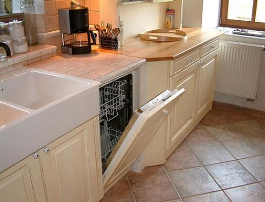 как положить плитку на кухне на пол